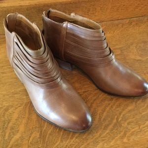 Clark's New Brown size 9 women's Ankle Boots